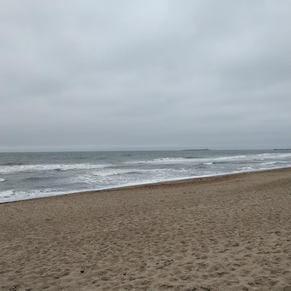 Day 18 – beach yoga, coffee and thinking about birthdaycake.